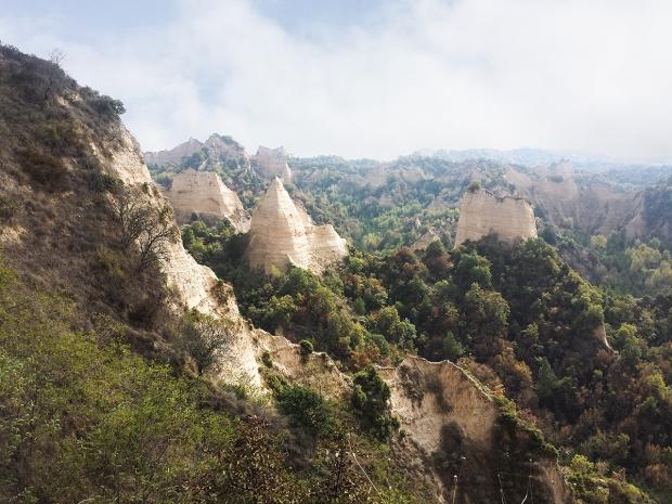 melnik-pyramids-bulgaria-travel-the-smallest-town