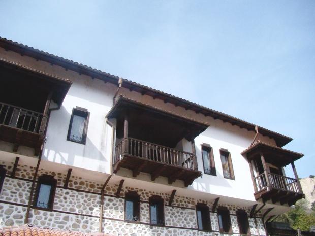 melnik-smallest-town-adventures-mountains-bulgaria-travelblog-eostories-1