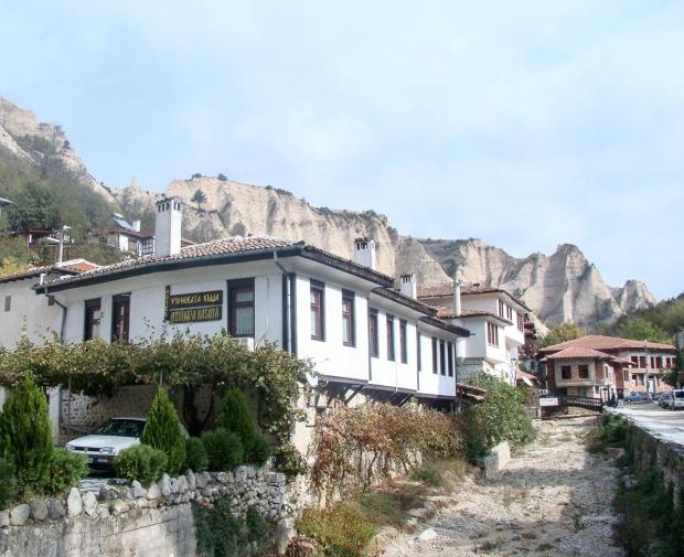 melnik-smallest-town-adventures-mountains-bulgaria-travelblog-eostories-2-recovered