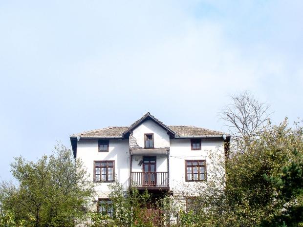 melnik-smallest-town-adventures-mountains-bulgaria-travelblog-eostories